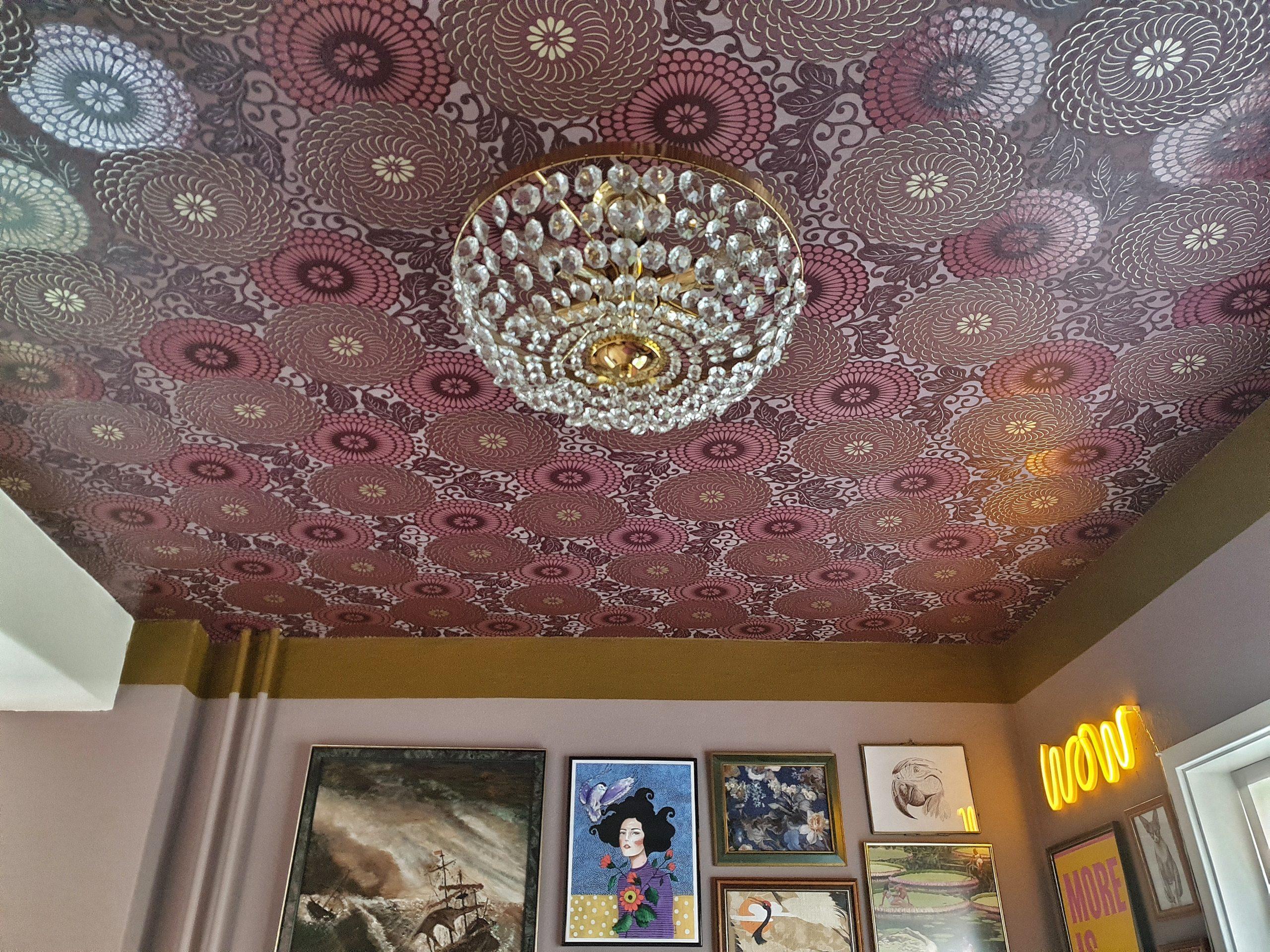 plafond behangen hoe doe je dat?